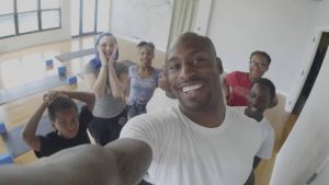 Vernon Davis spends the day doing activities in the D.C area with the NCCF Cares Youth Program